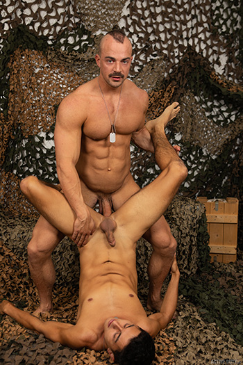 Gay porn pics of Alex James and Tyler Lakes
